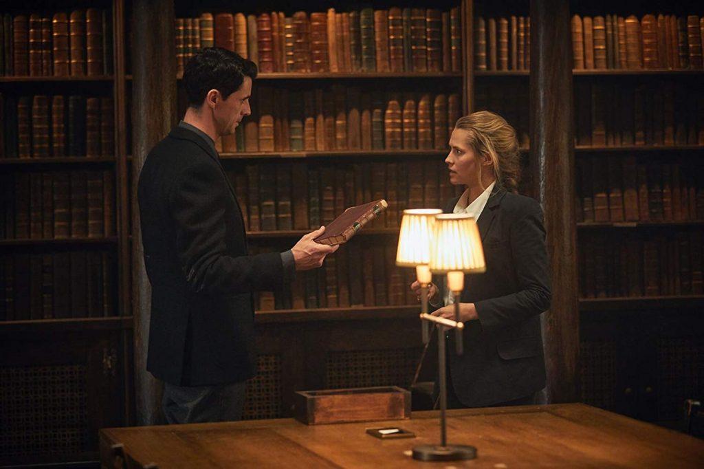 Diana y Matthew en la biblioteca Bodleiana