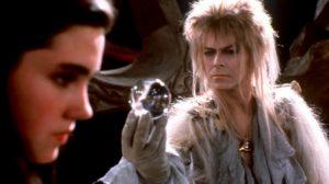 Imagen de Jennifer Connelly y David Bowie en Dentro del Laberinto caracterizados como Sarah y el Rey de los Goblins respectivamente.
