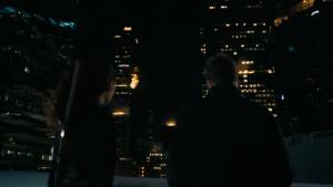 Maeve y Caleb presenciando el fin del mundo al más puro estilo Fight Club (Westworld, HBO)