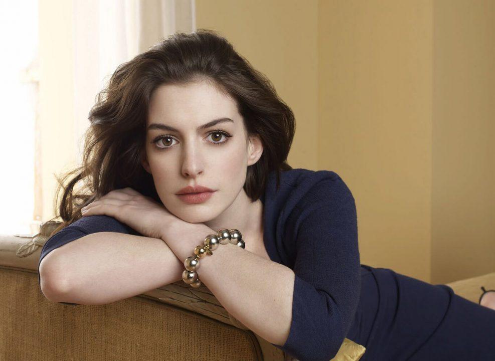 Anne Hathaway Zatanna