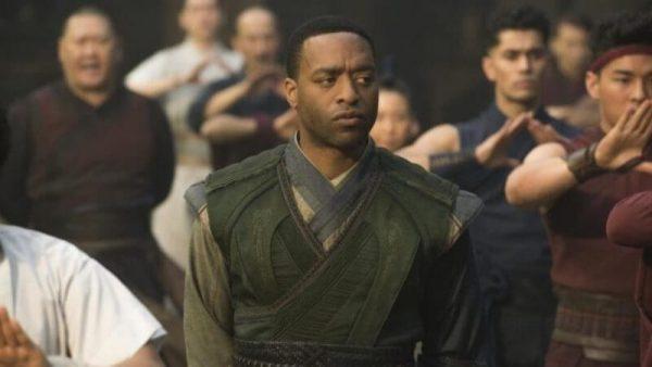 Chiwetel Ejiofor protagonizará El hombre que cayó a la Tierra