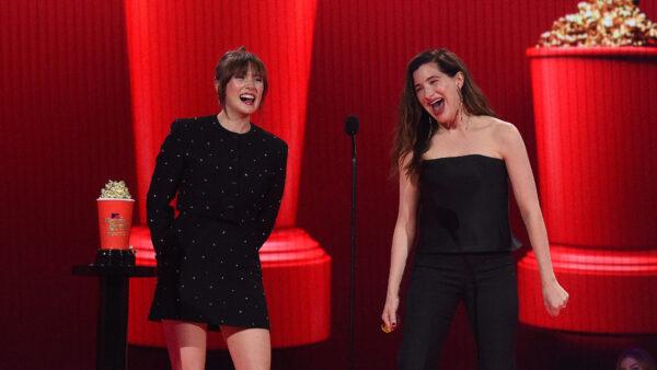 Elizabeth Olsen y Kathryn Hahn MTV Awards